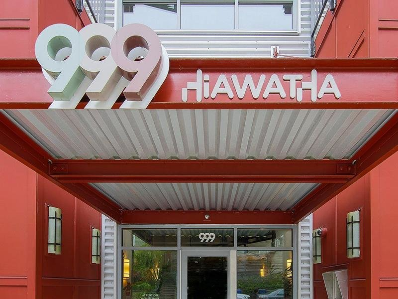 Entrance   999 Hiawatha