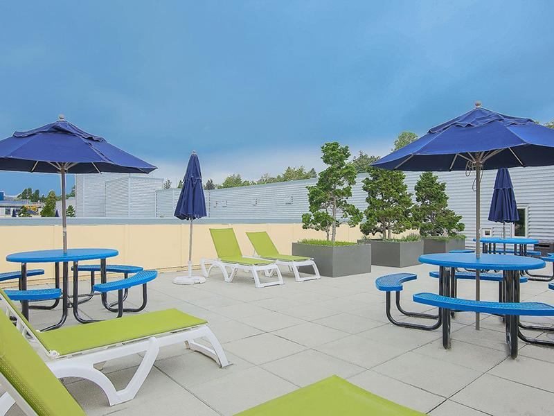 Rooftop Lounge   999 Hiawatha