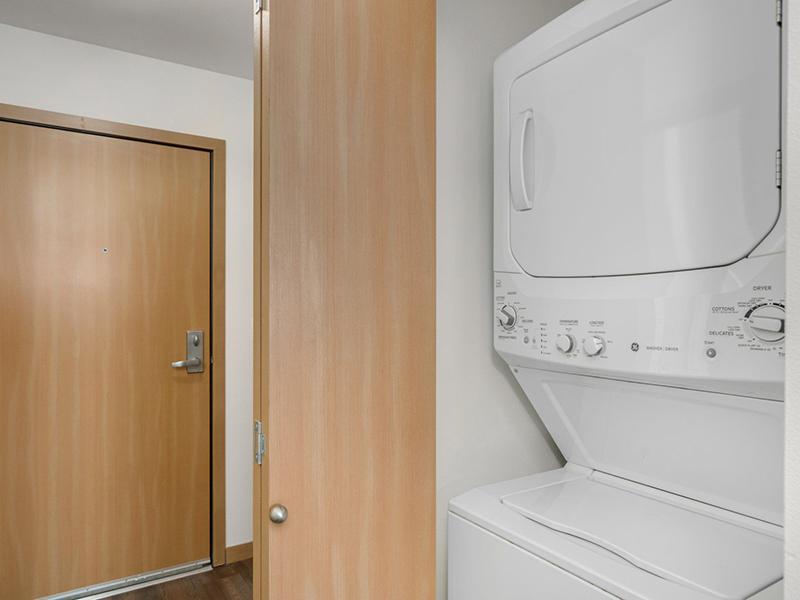 Washer & Dryer   999 Hiawatha