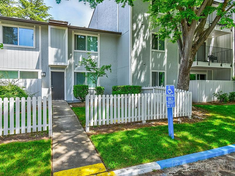 Beautiful Exterior Landscaping | Crossings at Wyndham Apartments in Sacramento CA
