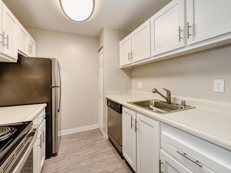 Fully Equipped Kitchen | Crossing at Wyndham Apartments in Sacramento CA