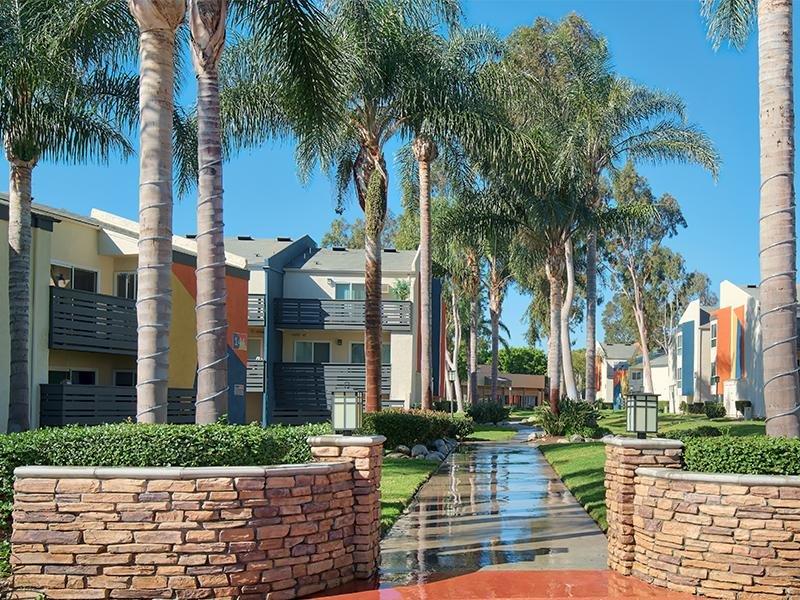Exterior Lawns   Horizon Apartments