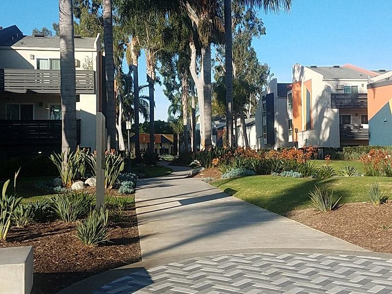 Exterior Lawns | Horizon Apartments