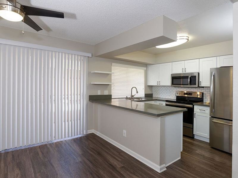 Kitchen - Apartments in Santa Ana