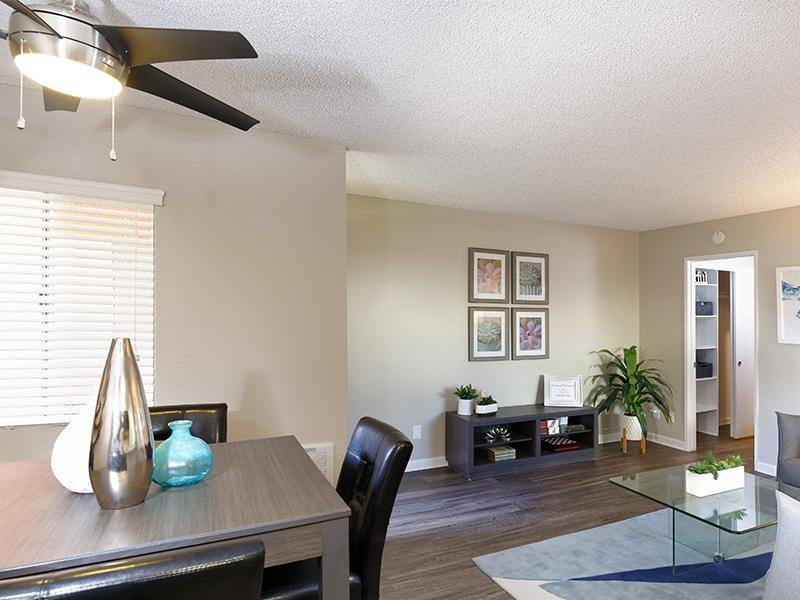 Dining Area | Horizon Apartments