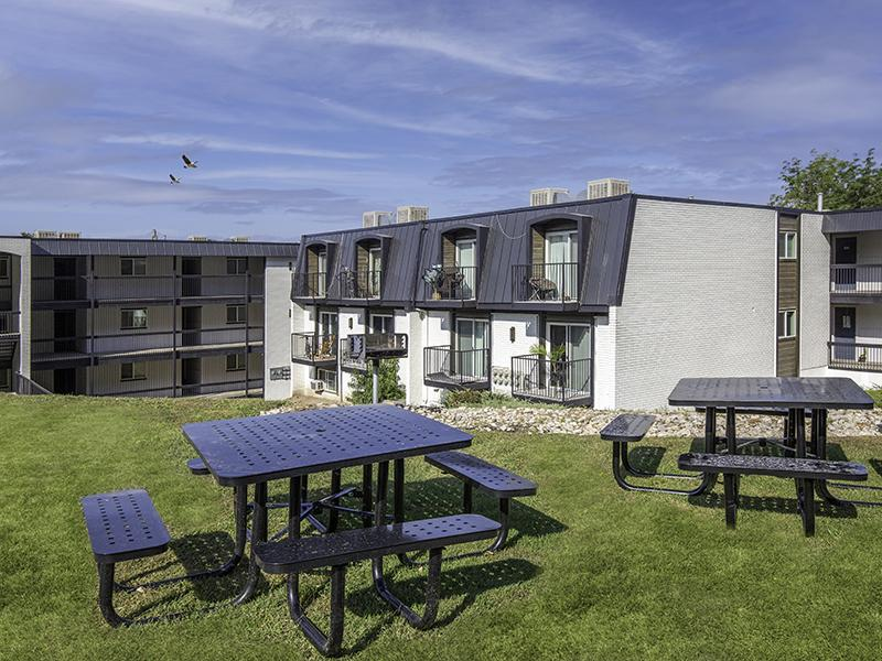 Outdoor Seating | Lookout Pointe Apartments in Provo, UT