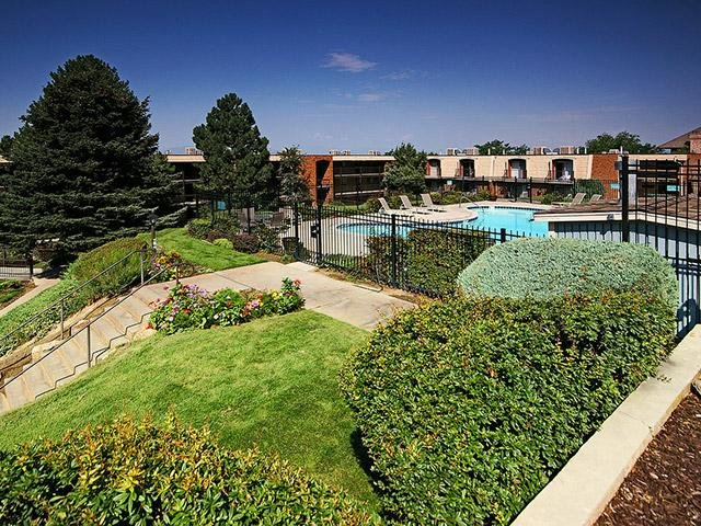 Pool | Lookout Pointe Apts in Provo, UT