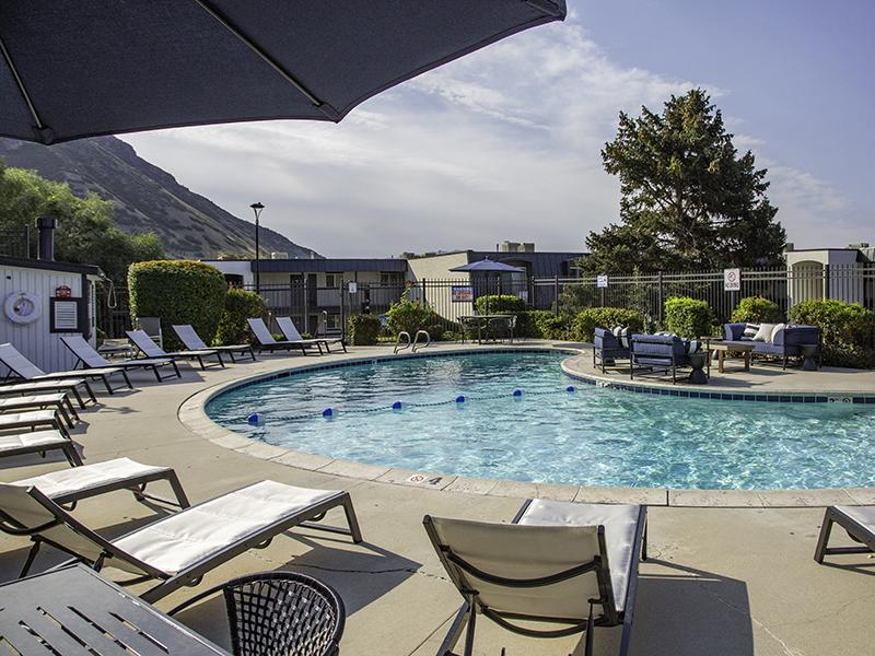 Poolside Seating | Lookout Pointe Apartments in Provo, UT