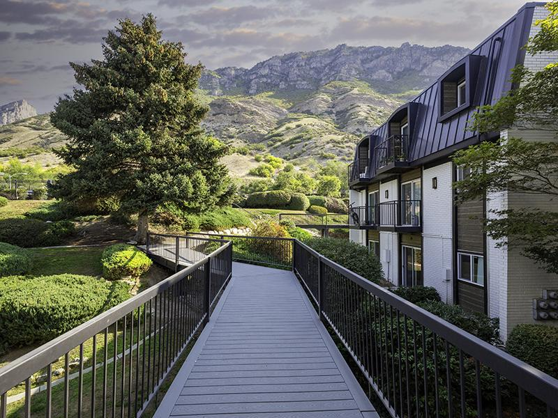 Walking Paths | Lookout Pointe Apartments in Provo, UT