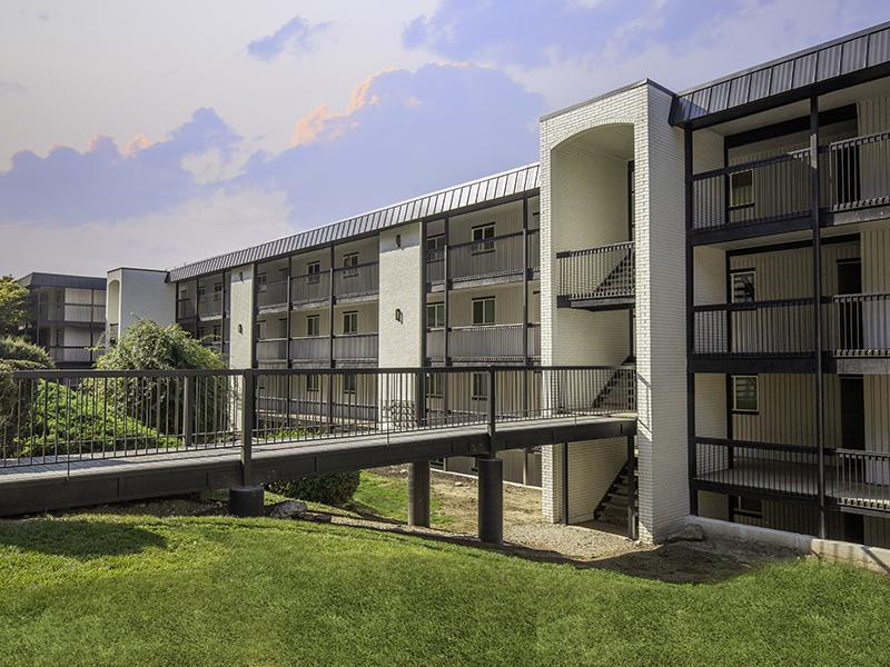 Building Paths | Lookout Pointe Apartments in Provo, UT