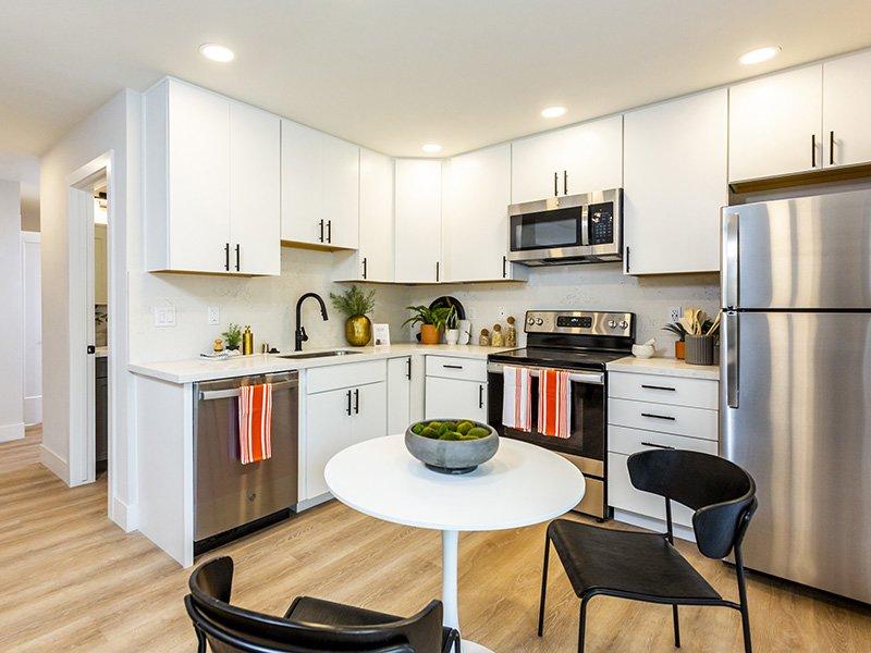 Kitchen   Enclave Apartments