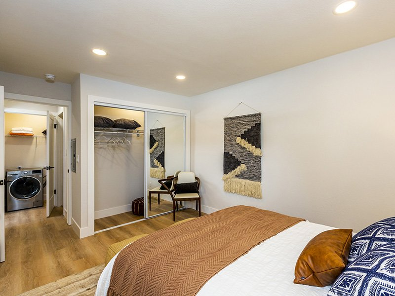 Room   Enclave Apartments