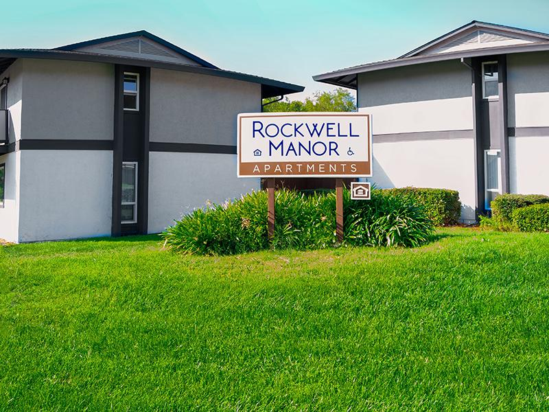 Monument Sign   Rockwell Manor