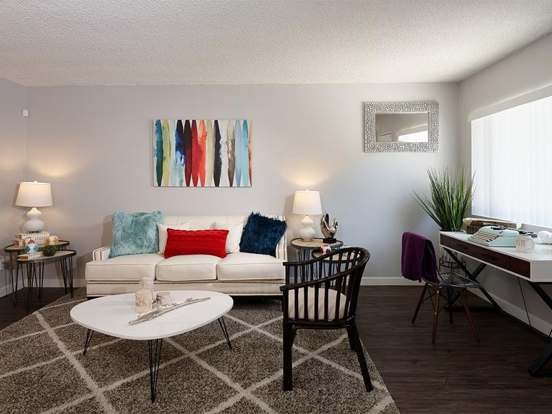 Living Area | Atrium 3733