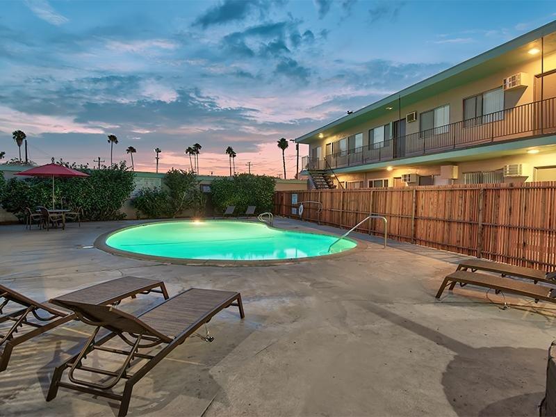 Night Pool | Atrium 3733