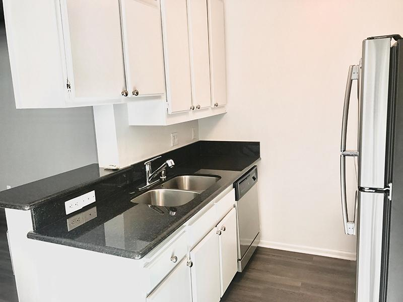 Kitchen - Apartments in LA