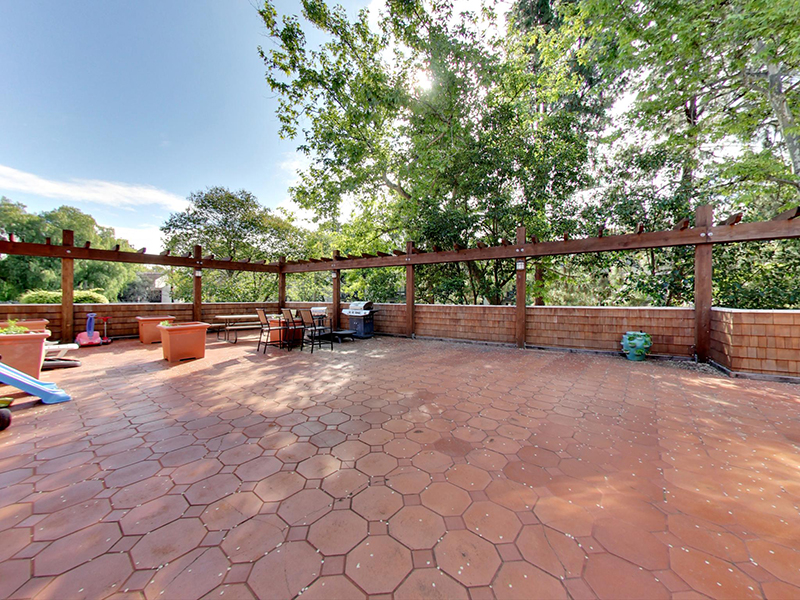 BBQ & Picnic Areas | Coral Court Apartments