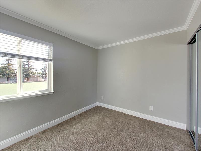 Spacious Room | Hampshire Apartments in Redwood City, CA