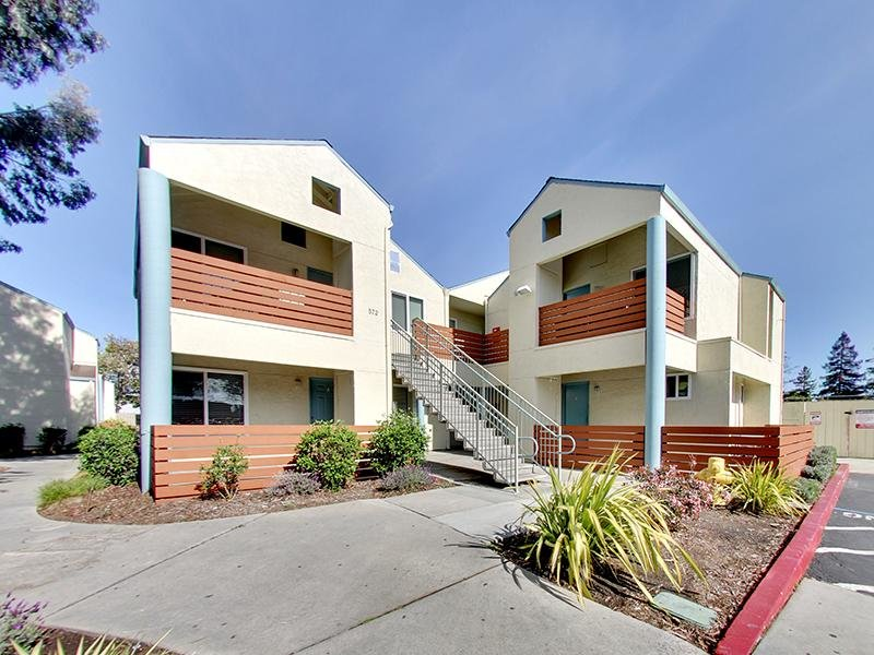 Exterior | Hampshire Apartments in Redwood City, CA