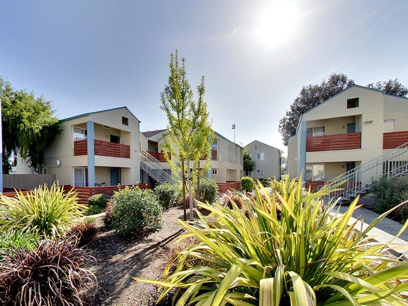 Building Exterior | Hampshire Apartments in Redwood City, CA