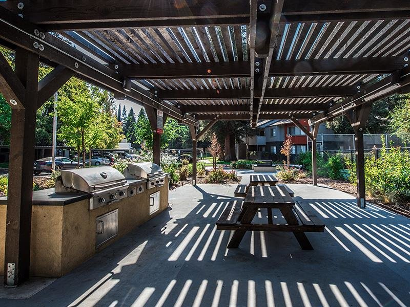 BBQ & Picnic Area| The Vue Apartments