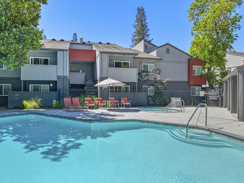 Pool | The Vue Apartments in Sacramento, CA