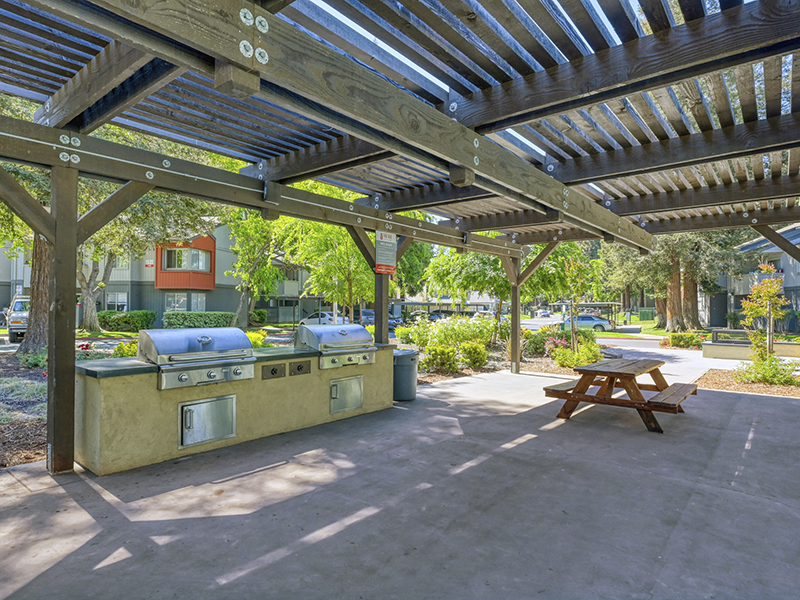 Grilling Area | The Vue Apartments in Sacramento, CA