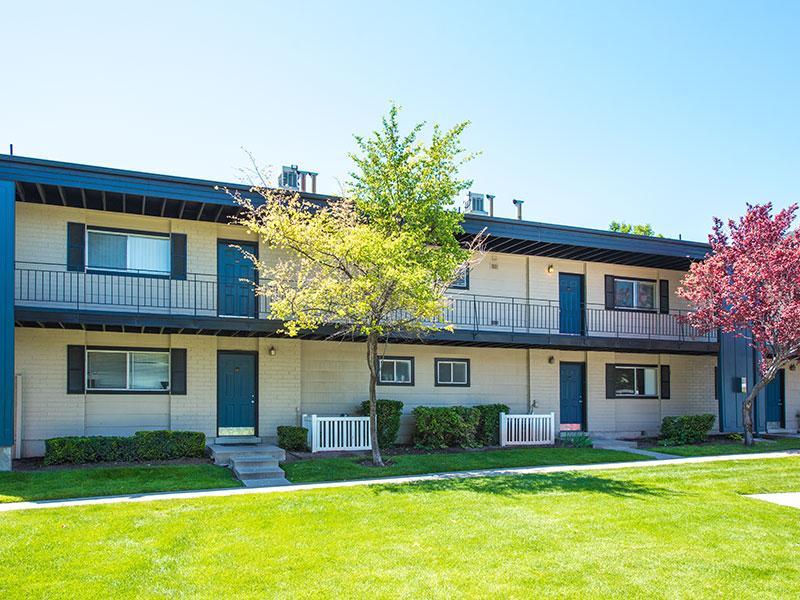 Exterior | Aspenwood Apartments in West Valley Cit
