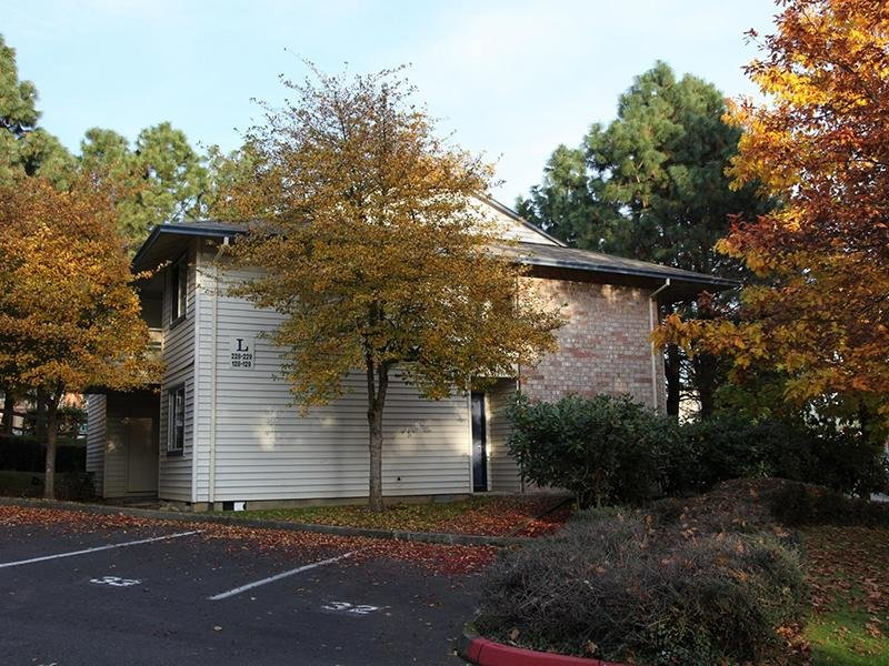 Apartment Exterior | Silverwood Apartments in Gresham, OR