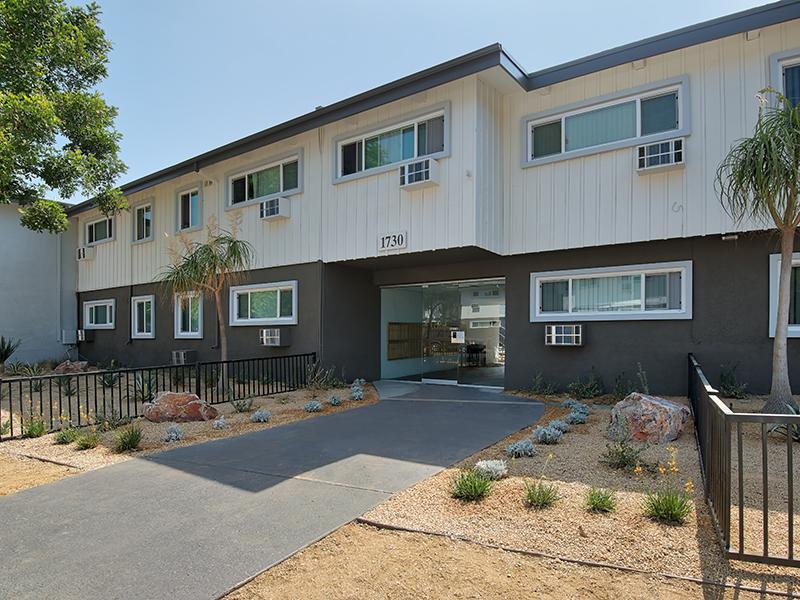 Exterior | Burbank Apartments