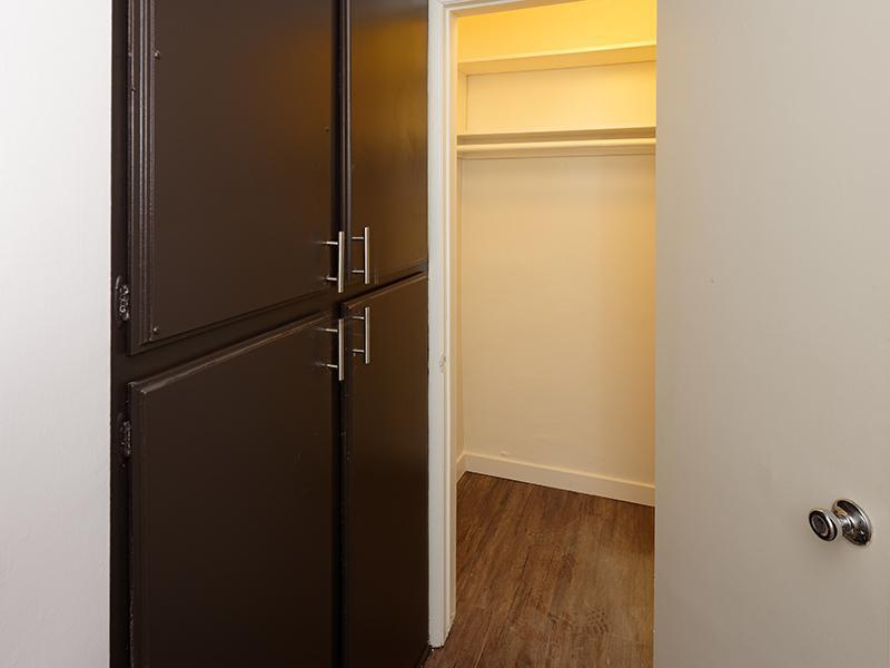 Closet | Burbank Apartments