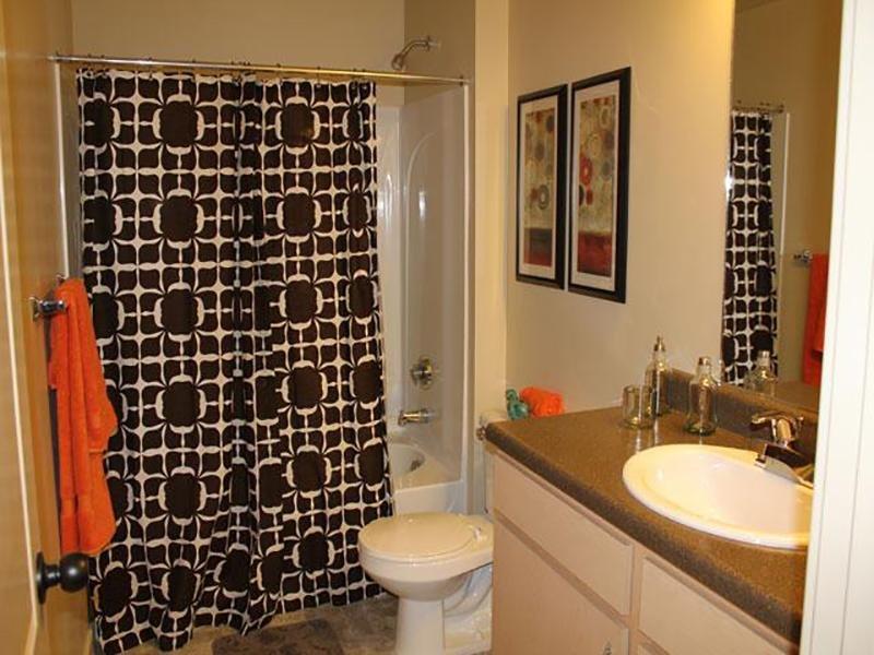 Bathroom   Wilshire Place Apartments
