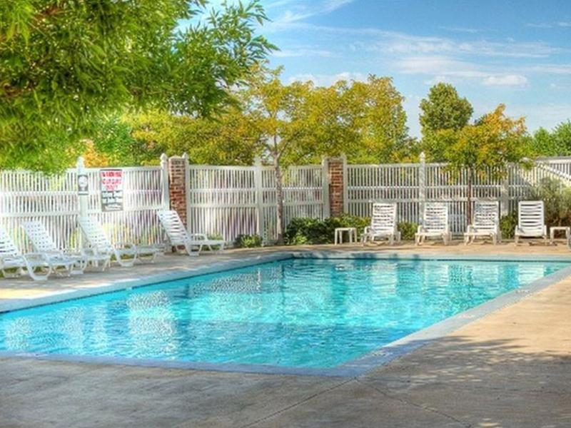 Pool | Hidden Cove Apartments