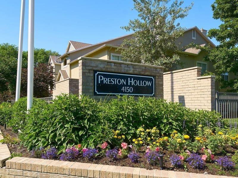 Sign | Preston Hollow