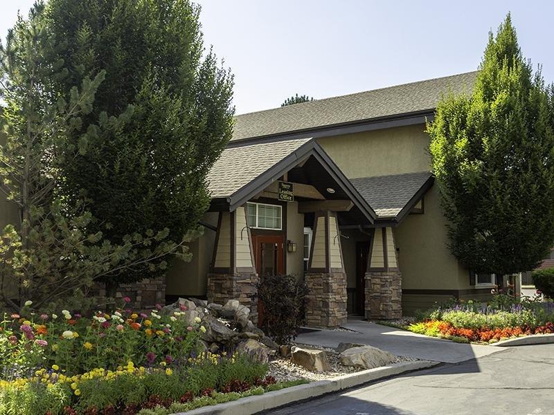 Club House Entry | Seasons at Pebble Creek