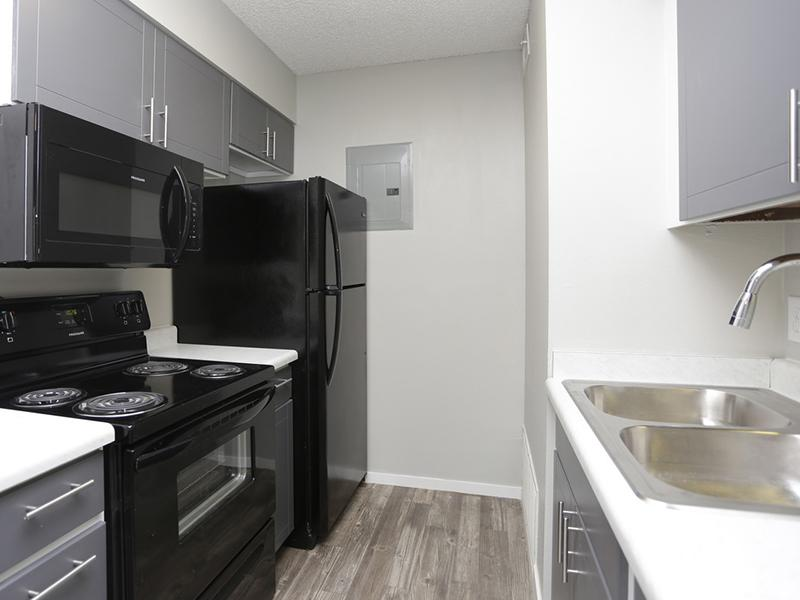 Kitchen | Downtown West Apartments