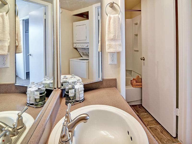 Bathroom | Fox Creek Apartments