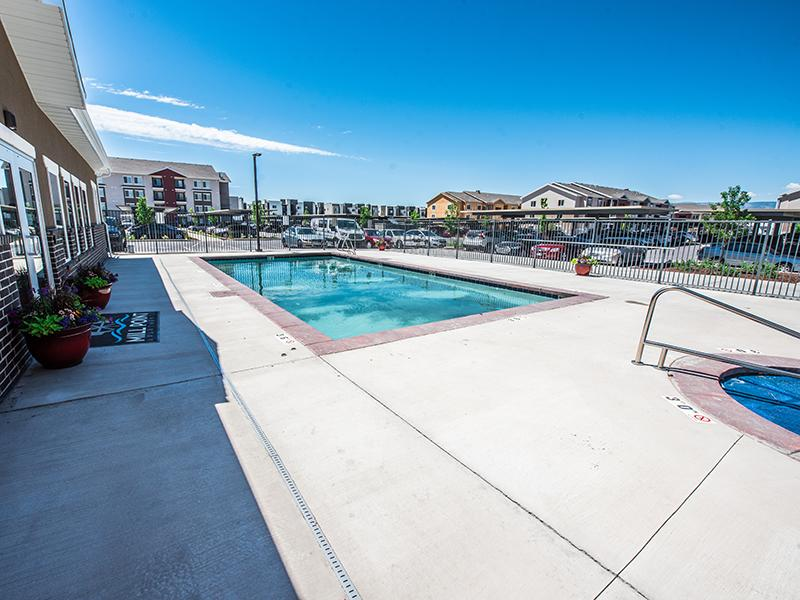 Swimming Pool & Spa | Mill Point Apartments
