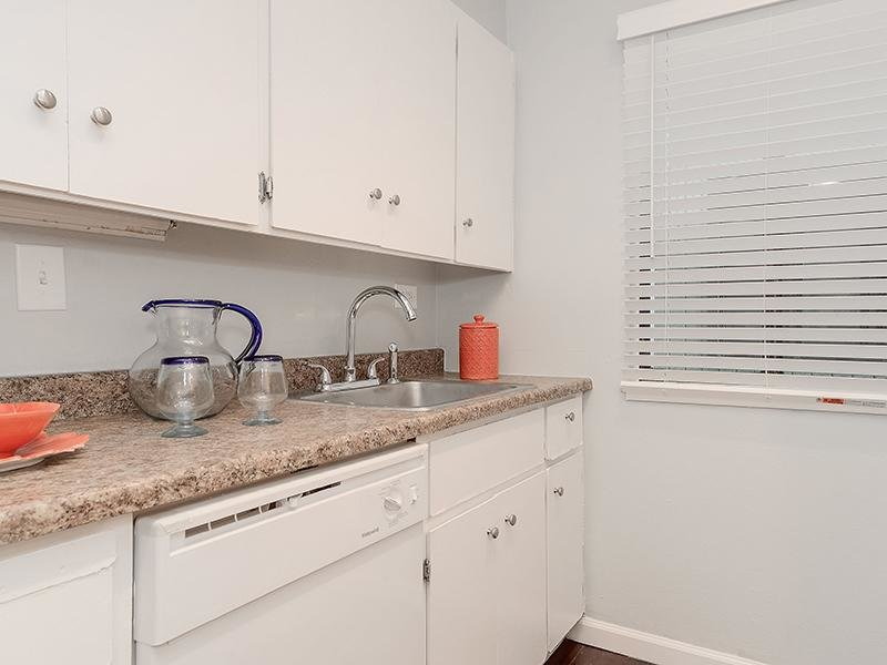 Kitchen | SeaBreeze Apartment Homes