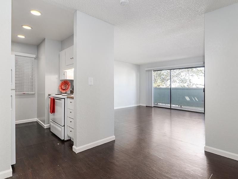 Living Room & Kitchen   SeaBreeze Apartment Homes