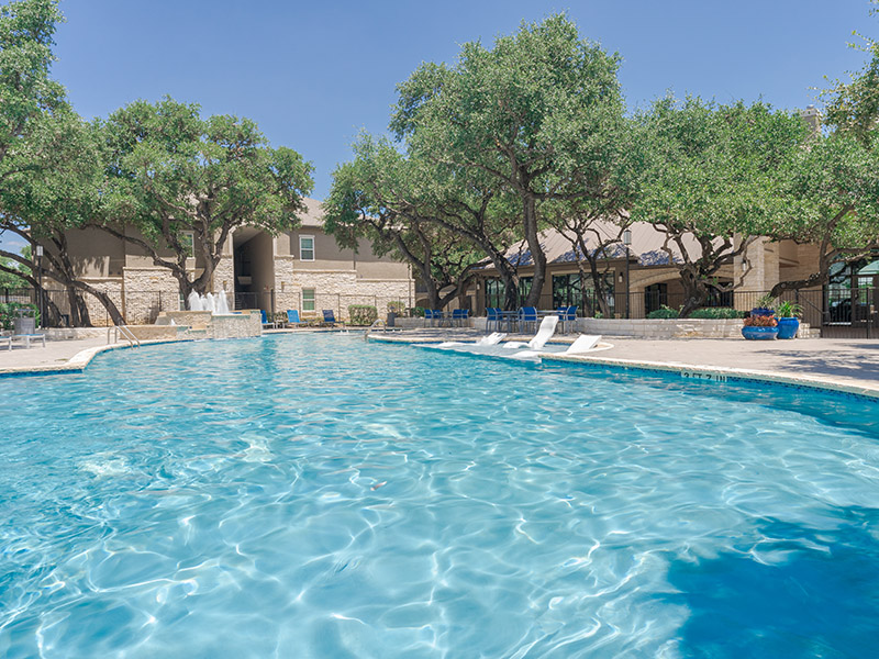 Apartments with a Pool | Cascadia Apartments in San Antonio, TX
