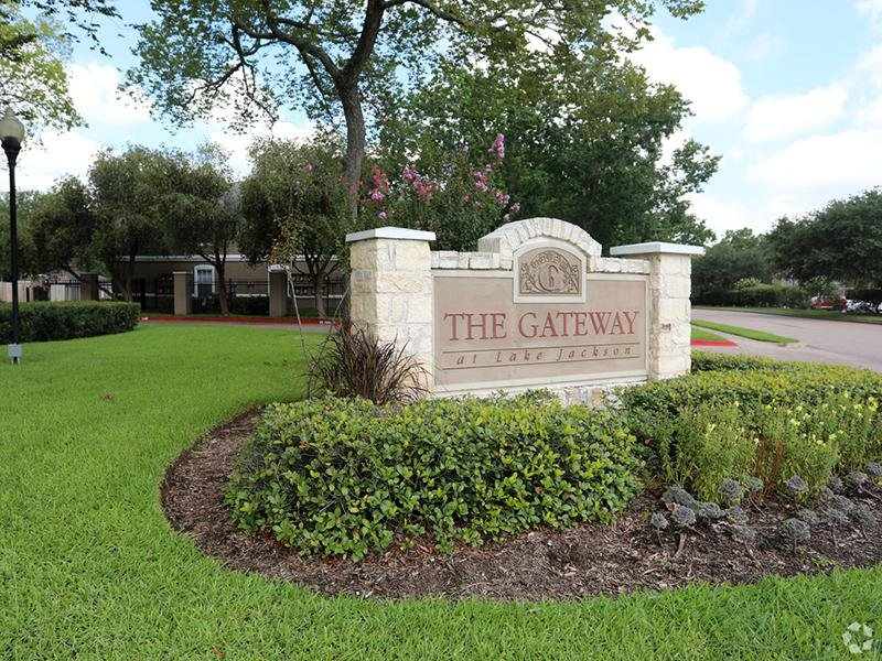 Welcome Sign | The Gateway at Lake Jackson