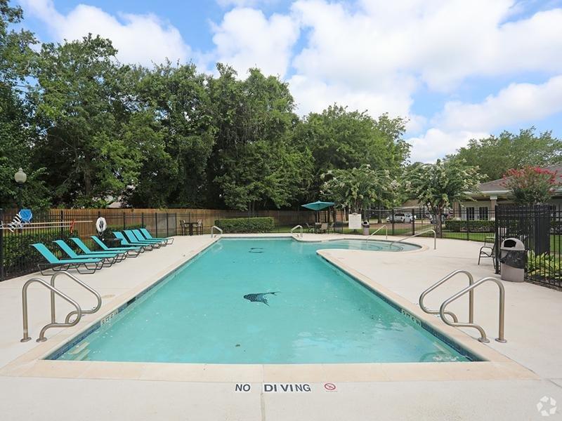 Swimming Pool | The Gateway at Lake Jackson