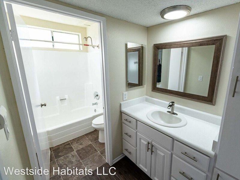 Bathroom   The Canyons at Santa Clarita