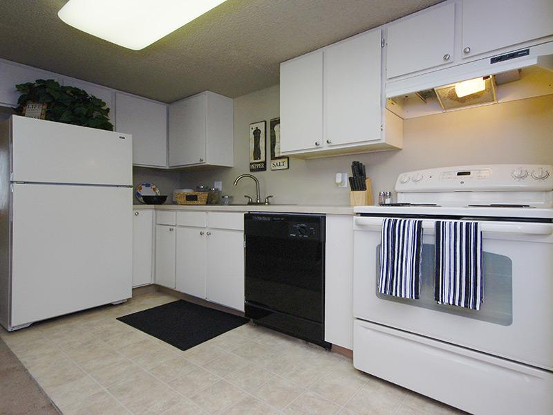 Kitchen | Layton Meadows Apts in Layton, UT
