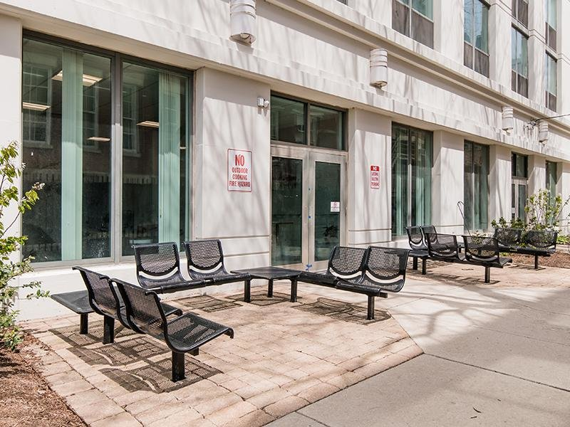Outdoor Seating | Maple Pointe