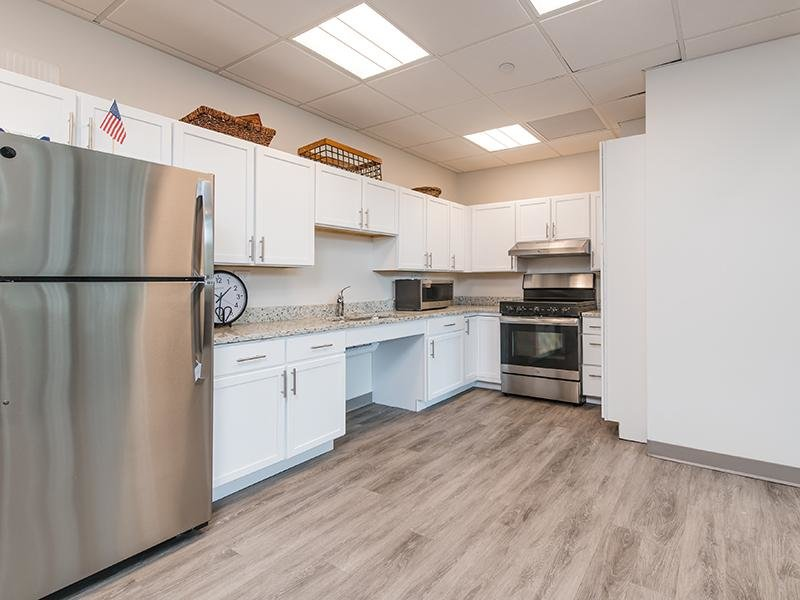 Stainless Steel Appliances | Maple Pointe
