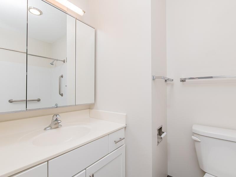 Bathroom | Maple Pointe