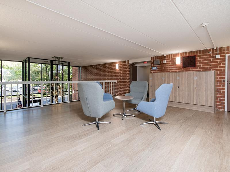 Seating Area | Centennial South Apartments in Mount Prospect, IL