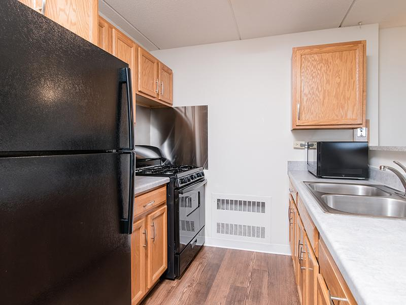 Kitchen | Centennial South Apartments in Mount Prospect, IL